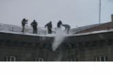 Проверки качества уборки снега с кровель, козырьков и на придомовых территориях жилых домов проходят в регионе