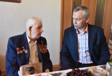 Андрей Травников пожелал здоровья Герою Советского Союза Александру Анцупову