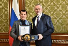 Андрей Травников напутствовал борца Романа Власова на новые большие победы