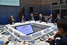 Глава региона Андрей Травников работает на Красноярском экономическом форуме