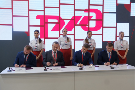 Губернатор Андрей Травников подписал первые соглашения о сотрудничестве в рамках Петербургского экономического форума