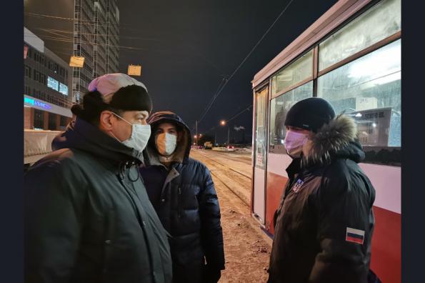 Рейд минтранса в легендарном трамвае №13: нарушитель масочного режима оказал сопротивление полиции