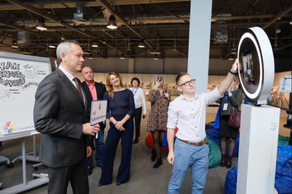 Губернатор Андрей Травников выступил за увеличение поддержки социально ориентированных НКО