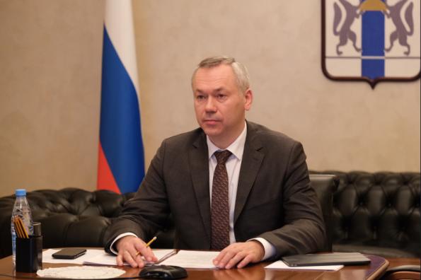 Губернатор Андрей Травников потребовал исключить факты «разных столов» в школьных столовых