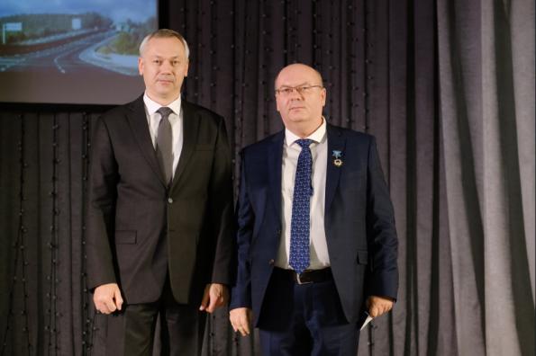 Губернатор Андрей Травников поздравил работников дорожного хозяйства с профессиональным праздником