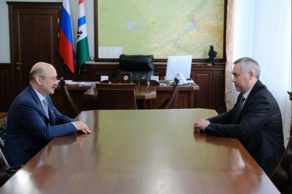 Губернатор Андрей Травников и президент-председатель правления банка «Открытие» Михаил Задорнов подписали соглашение о сотрудничестве