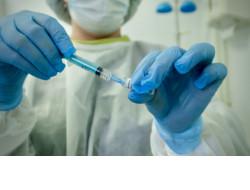 Порядка 99% проживающих в стационарах Новосибирской области пожилых людей и инвалидов уже поставили вакцину от коронавируса