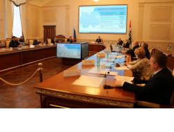 Более 900 000 человек ежегодно получают социальную помощь в Новосибирской области